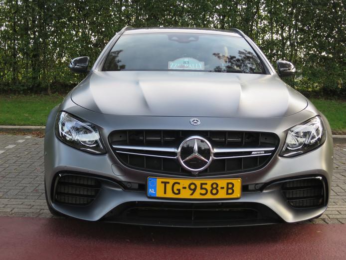 Een wolf in schaapskleren. De Mercedes AMG E63S klokt 300 km bij de snelheidsproef. © Leo van der Velde
