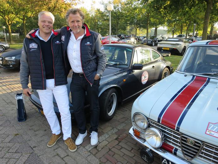 Voorburgers Rob Sliedrecht en Raymond Rijnaars bij hun Porsche 911 Carrera uit 1986. © Leo van der Velde